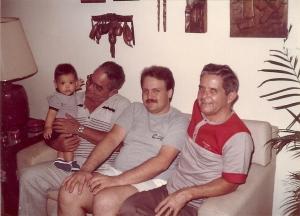 1984.05.15 - Vô Walmir, eu, pai e Vô Renato - Flamengo, Rio de Janeiro